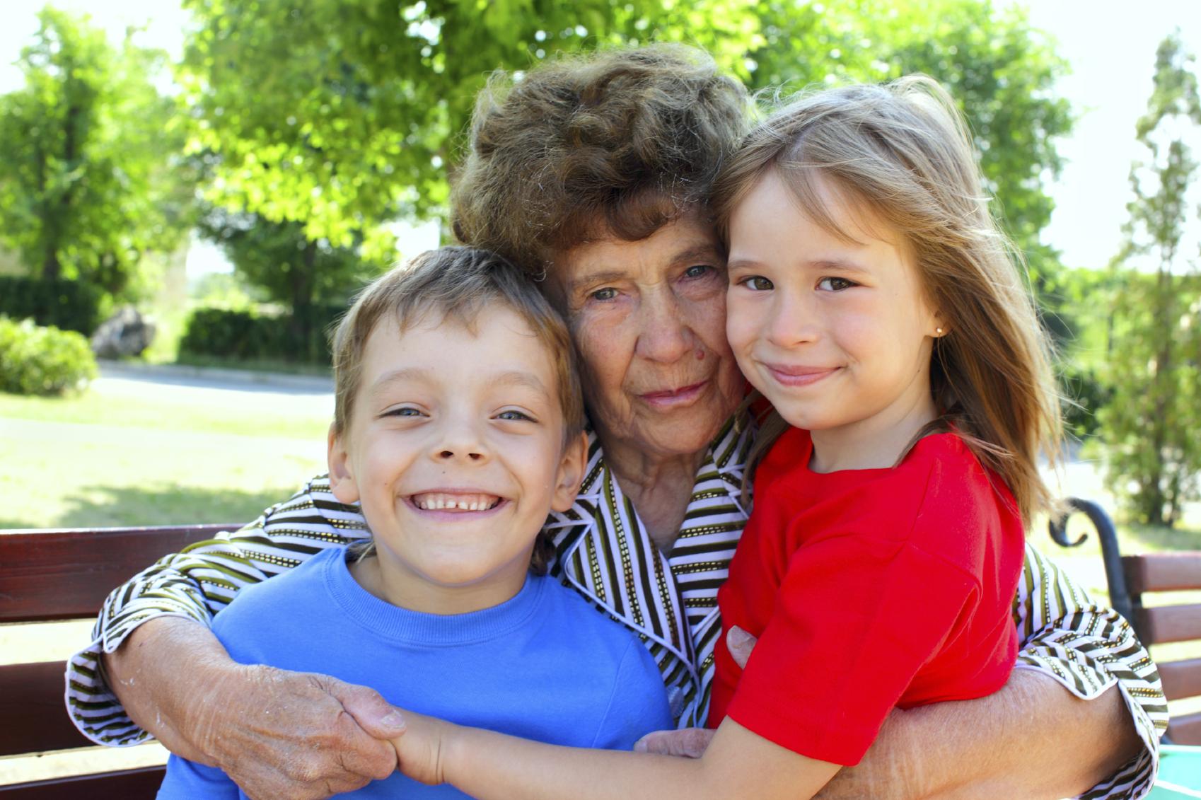 Сех бабушка с вунукам 11 фотография